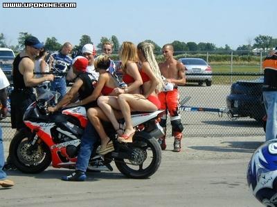 Mulheres de garupa na moto, gostosa de carona na moto, babes on bike, Women on bike,woman on the bike ride,babe on the back of the bike, sexy on bike, sexy on motorcycle